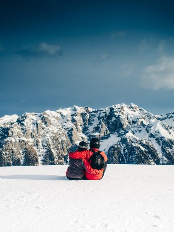 skiere og snowboardere som skibumser